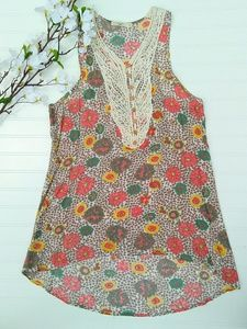 Hazel M flowered tunic with lace button front